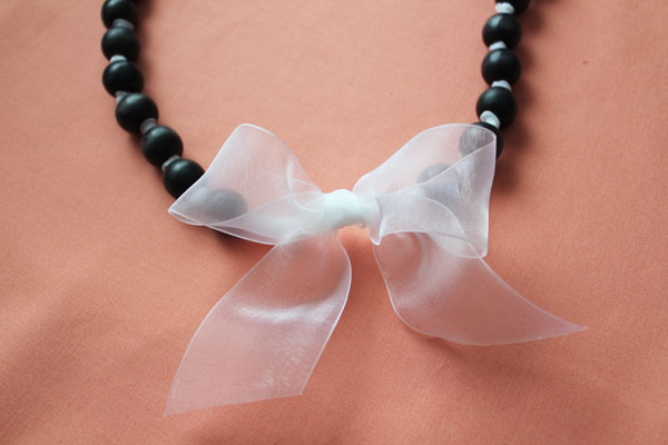 dyed bead pearl necklace