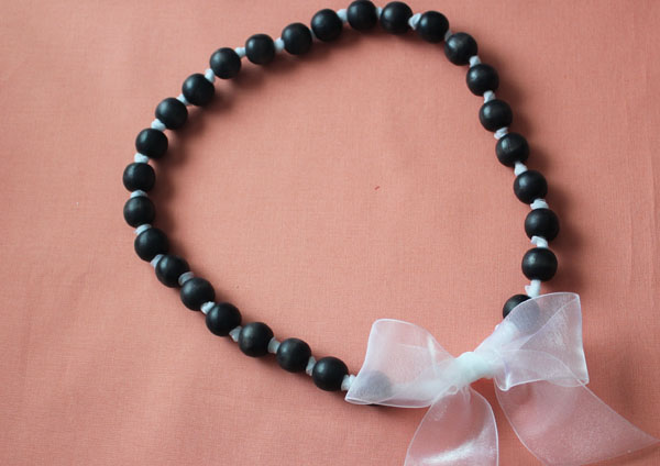 make a diy dyed pearl necklace