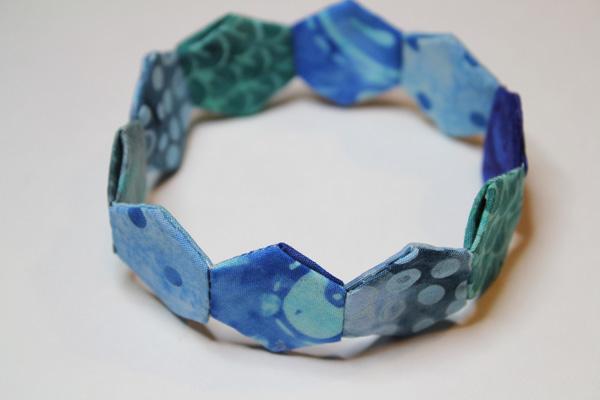 make mini hexie bracelet