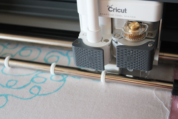 Cricut fabric pen can draw free motion quilting designs